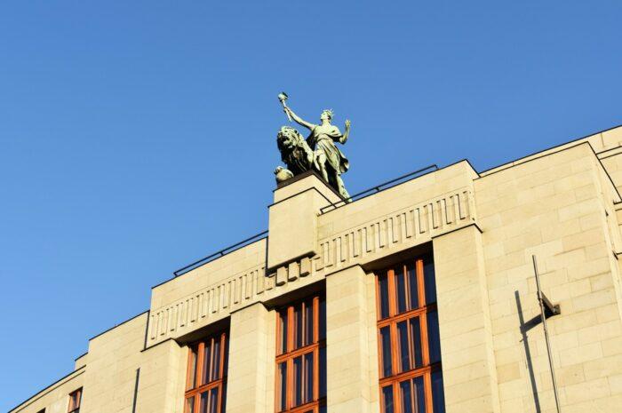 Česká národní banka dokáže ovládat trh v zemi