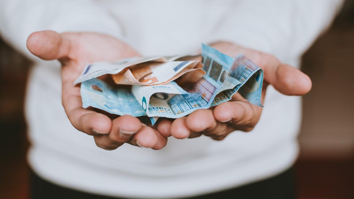 Peníze, které může člověk získat prostřednictvím dotace.