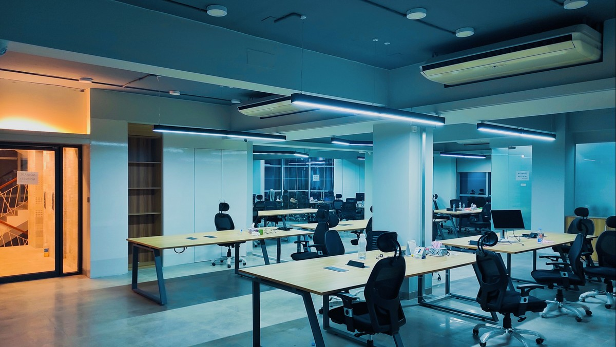 Prázdná kancelář, kterou okupuje příslušný finanční úřad.