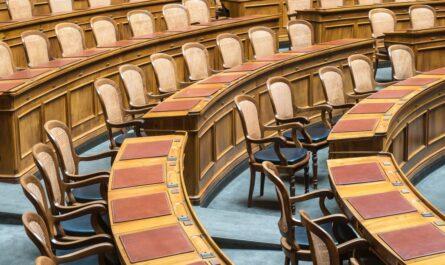 Prázdné Ministerstvo financí, kde budou zasedat jeho pracovníci.