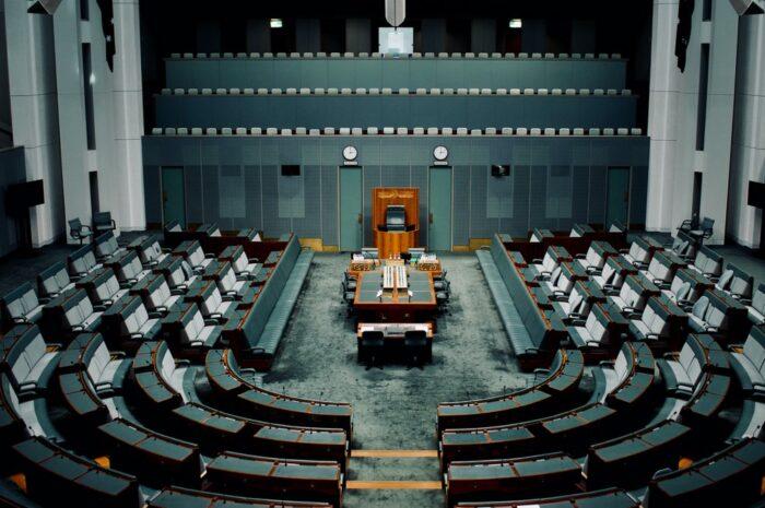 Parlament ČR je rušný na obou frontách
