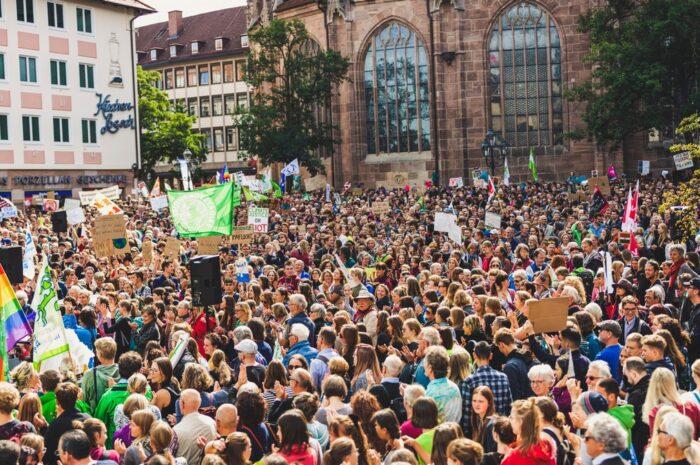 Politická hnutí zasahují do české politiky