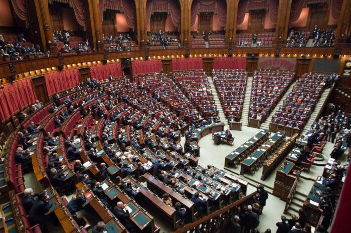 Poslanecká sněmovna hledá často společnou řeč